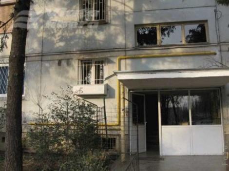 Orașul din România unde locatarii blocurilor primesc bani să-și facă curat în fața scărilor