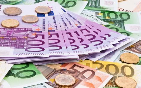 BNR: Masa monetară a crescut cu 8,6% în iulie şi a depăşit 391 miliarde lei