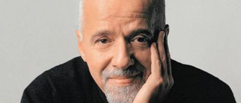 """Scriitorul Paulo Coelho a prezentat public scuze Franţei şi cuplului Macron pentru """"isteria"""" lui Bolsonaro"""