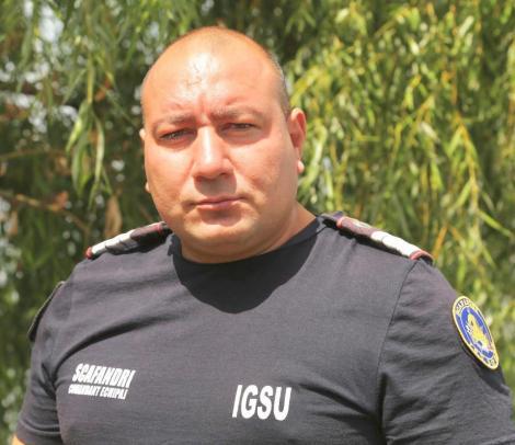 """Scafandru pompier al ISU, salvator de vieți și în concediu. """"Mihaela, băieții aia doi se îneacă. Ține tricoul că intru după ei"""""""