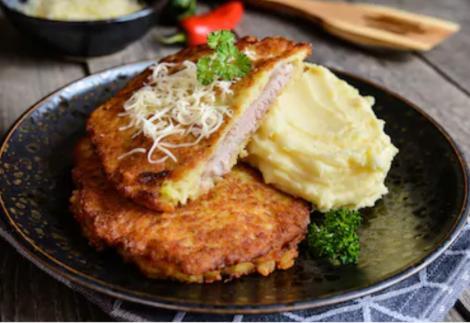 Cum pregătim cele mai gustoase șnițele în crustă de cartofi. Sunt atât de bune că vei uita de rețeta clasică!