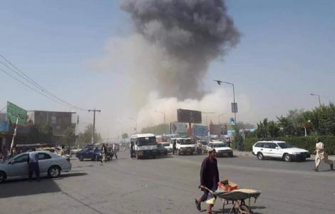 Atentat la un comisariat de poliție din Kabul. Aproximativ 80 de persoane au fost rănite