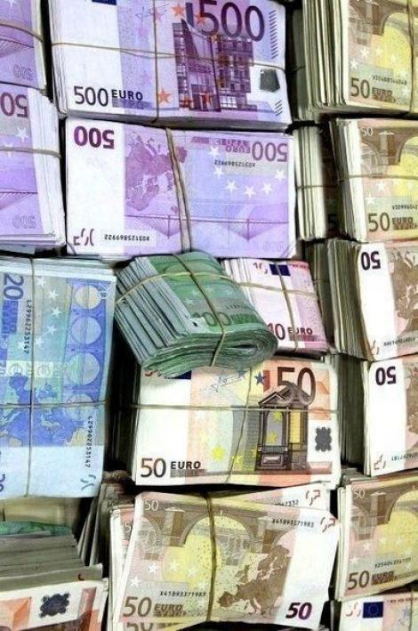 BNR Curs valutar 7 august 2019. Euro scade, dolarul crește