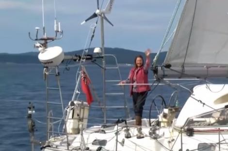 Britanica Jeanne Socrates a devenit cea mai vârstnică persoană care a navigat singură în jurul lumii