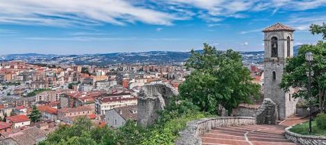 O regiune subpopulată din Italia oferă vizitatorilor 25.000 de euro dacă se mută în satele sale