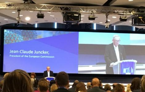 """Juncker îi denunţă, la primul summit mondial UE-OMS pe tema vaccinării, pe cei care """"se joacă cu focul"""""""