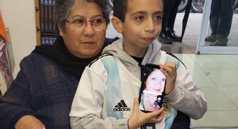 """Și-a pierdut telefonul în care avea poze și înregistrări cu mama sa moartă: """"Când îmi e dor de ea, îi ascult vocea. Ajută-mă să-l găsesc!"""""""