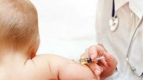 """Copiii care nu sunt vaccinați sunt în pericol. Avertisment la nivel mondial: """"Cei mici mor de boli care pot fi prevenite!"""""""