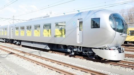 Japonia: La Tokyo circulă un trenul uimitor numit Laview, proiectat să ofere senzaţia că te afli în camera de zi