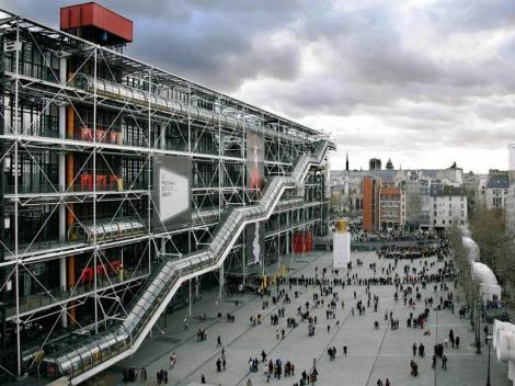 Franţa: Un tablou de Buren, distrus cu cutterul la Centrul Pompidou