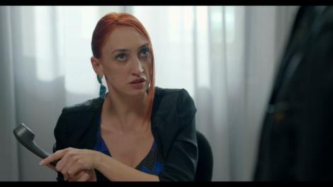 """Actrița Ilona Brezoianu, despre rolul secretarei Flori, din serialul de comedie Mangalița: """"Și eu sunt o persoană sensibilă. Și mie îmi plac micii"""""""