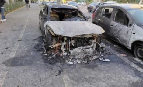 Incendiu în Galați! Cinci mașini au fost incendiate în timpul nopții