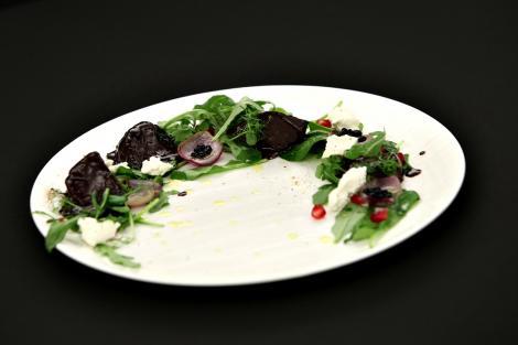 Salată de sfeclă cu ciocolată. O rețetă îndrăzneață cu o combinație inedită