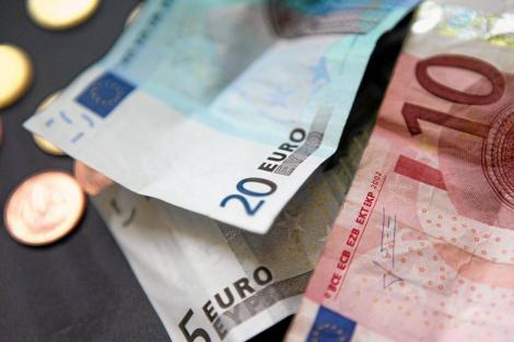 BNR Curs valutar 17 septembrie 2019. Câți lei costă astăzi un euro și un dolar