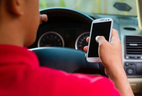 Gata, șoferii vor uita de telefonul mobil cât sunt la volan. Măsurile noi din Codul Rutier sunt drastice