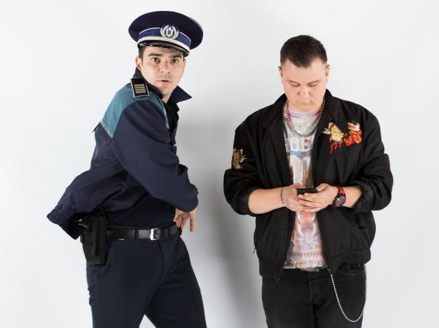 """Actorul Alex Bogdan, despre rolul său din serialul de comedie Mangalița:  """"Sică e o păcăleală de polițist. Poate doar primarul e mai corupt decât el"""""""