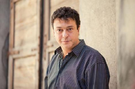 Trupul neînsufleţit al regizorului Alexandru Darie va fi depus vineri la Teatrul Bulandra. Înmormântarea va avea loc duminică la Cimitirul Bellu