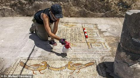 FOTO - Dovada reală că Iisus a hrănit 5.000 de oameni cu cinci pâini. Minunea Fiului lui Dumnezeu a stat ascunsă sub cenușă 1.500 de ani.