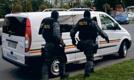 Modificare importantă! Poliția îți poate intra fără mandat în casă, te poate controla sau reține! Cât poți fi ținut la secție