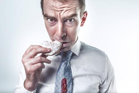 Mâncatul pe fond de stres îți pune în pericol sănătatea. Aceștia sunt cei mai eficienți pași prin care îți poți gestiona stresul