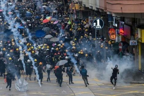 Amnesty International acuză poliţia din Hong Kong de tortură şi alte abuzuri împotriva protestatarilor pro-democraţie