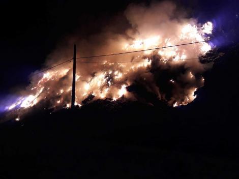 Incendiu la groapa de gunoi a municipiului Sighişoara; pompierii intervin cu mai multe autospeciale
