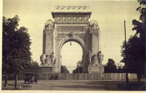 """Arcul de Triumf, nemuritorul monument al Capitalei, a fost demolat de trei ori: """"Niciodată nu era gata la timp! În anii 1930 a ajuns o zdreanță"""""""