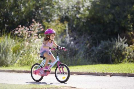 Moarte ciudată pentru o fetiță de nouă ani. A decedat în timp ce se plimba cu bicicleta, chiar de ziua ei de naștere