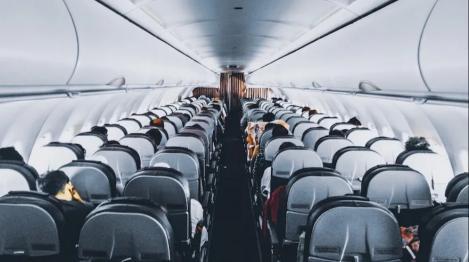 """Nu, nu e glumă! Un zbor al unei companii aeriene a fost anulat, după ce doi pasageri au folosit toaleta: """"Nu m-am simțit în siguranță!"""""""