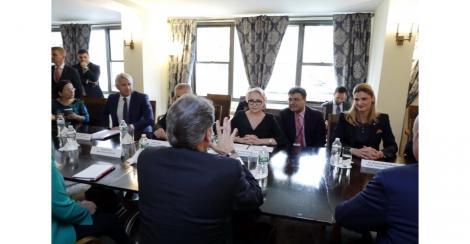 Viorica Dăncilă s-a întâlnit cu secretarul general al OCDE şi cu secretarul american al energiei, Rick Perry