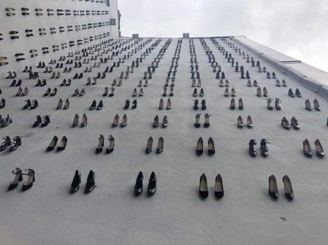 Gest remarcabil! 440 de perechi de pantofi, evidențiază abuzurile domestice asupra femeilor