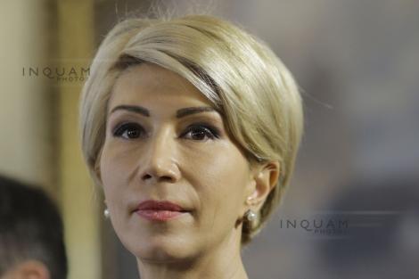 """Raluca Turcan reclamă """"presiuni uriaşe"""" asupra semnatarilor moţiunii de cenzură """"de la nivelul cel mai înalt din PSD"""", pentru a-i face să se răzgândească"""