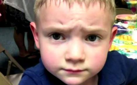 """Nathan are cinci ani și este catalogat ca """"prădător sexual"""". Eticheta îl va pândi toată viața pentru că și-a pupat pe obraz un coleg"""