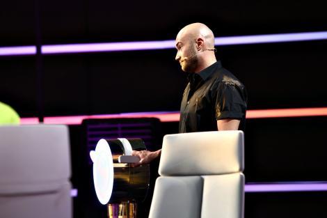 Mihai Bendeac este primul jurat care apelează la manetă pentru a împiedica un concurent să se întoarcă pe scena de la iUmor