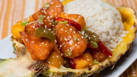 Deliciu în doar 30 de minute! Pui cu mango și sos dulce-picant, un preparat cu care faci spectacol!