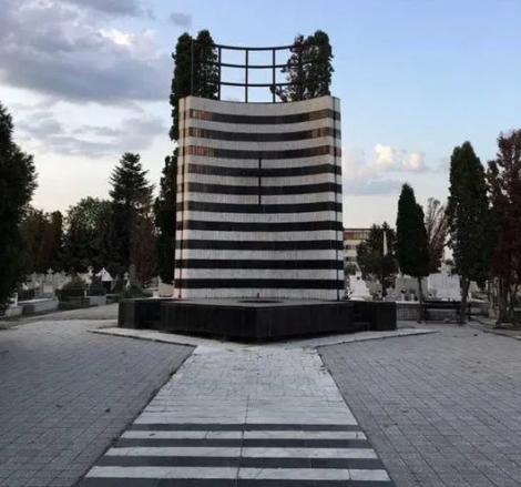 """Au tăiat gazul pentru eroii Revoluției din Timișoara! Flacăra eternă a fost stinsă, din cauza unei facturi neplătite! Ce datorie s-a strâns. Un timișorean: """"Nu mai am aer!!!"""""""