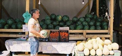 """Cel mai """"adevărat"""" pepene de Dăbuleni! Este incredibil cum dovedește un vânzător că are marfă originală - Foto"""