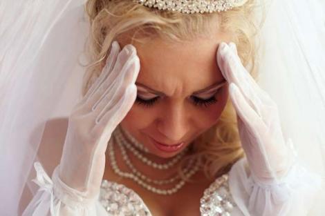 """Mireasa a pus o poză cu inelul pe Facebook, dar tot internetul a râs! """"Când îl văd simt că..."""""""