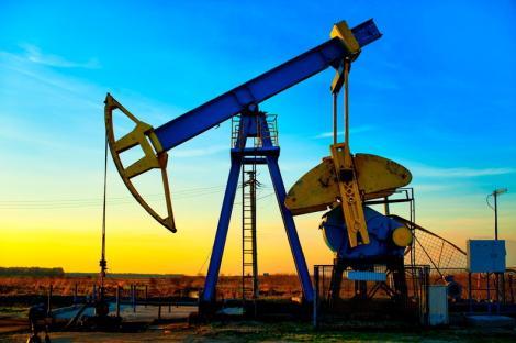 Preţurile petrolului au scăzut puternic, din cauza datelor privind producţia prelucrătoare din SUA şi a tensiunilor comerciale