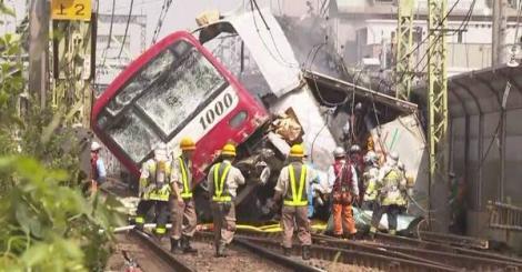 Japonia: O persoană a murit şi alte 34 au fost rănite după un accident într-un tren şi un camion în apropiere de Tokyo
