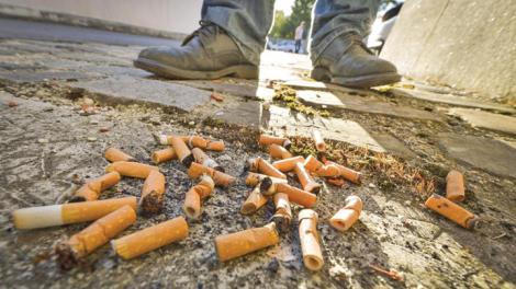 S-a anunțat! Ce pățesc cei care aruncă chiștoacele de la țigări pe stradă