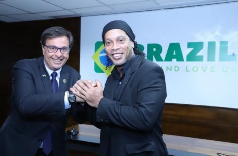 Ronaldinho a fost numit ambasador al turismului în Brazilia; Însă, fostul fotbalistul are o problemă - este privat de paşaport