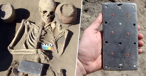 """Primul """"iPhone"""" are peste 2.000 de ani și a fost găsit de arheologi în mormântul unei fashioniste antice"""