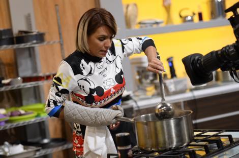 """Sorana, ex-ASIA, a avut o """"cârciumă"""" la care Scărlătescu a lucrat ca bucătar: """" Arunca cu tigăile în bucătărie când se enerva"""""""