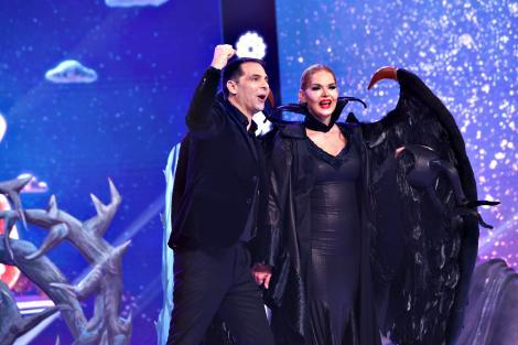 Recunoşti vedeta din spatele măştii - Maleficent? Una dintre cele mai senzaționale măști din acest an