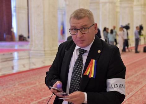 Roman (PNL): PSD fuge ca dracu de tămâie de anticipate