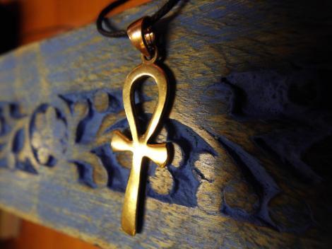 Românii trebuie să știe! Ce semnificație are crucea Ankh, pe care o poartă tot mai mulți?