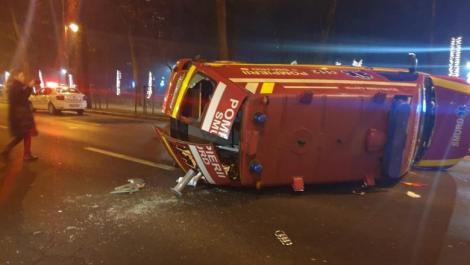 Accident uluitor în București, pe Șoseaua Kiseleff! O ambulanță SMURD în care se afla un copil s-a răsturnat! FOTO