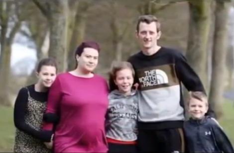 """Bărbat de 34 de ani, diagnosticat cu o formă de cancer după ce un an de zile a ignorat simptomele: """"Am crezut că m-am accidentat la fotbal!"""""""