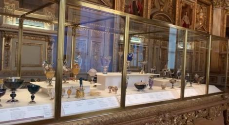 Bijuteriile regilor Franţei, expuse publicului după restaurarea Galeriei Apolo de la Muzeul Luvru